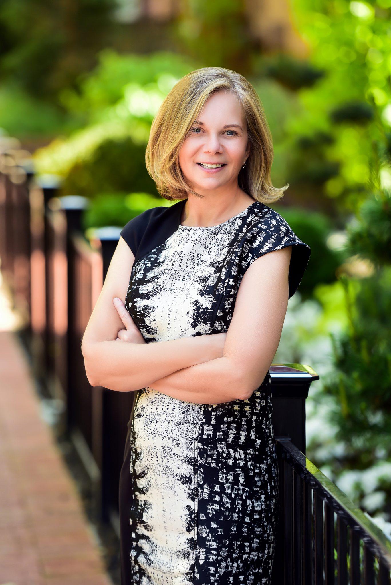 Kathy Lavinder Headshot